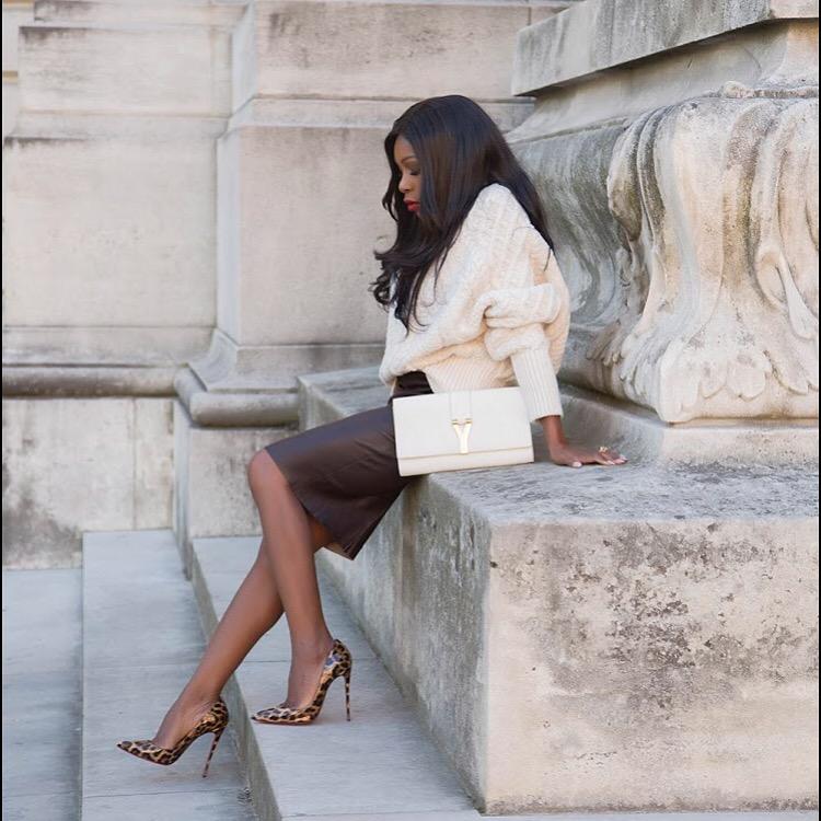 Pour ce look, je porte une jupe en cuir  jitrois un pull  zara, des  escarpins  louboutinworld et une pochette  ysl 7a6ed0b69020